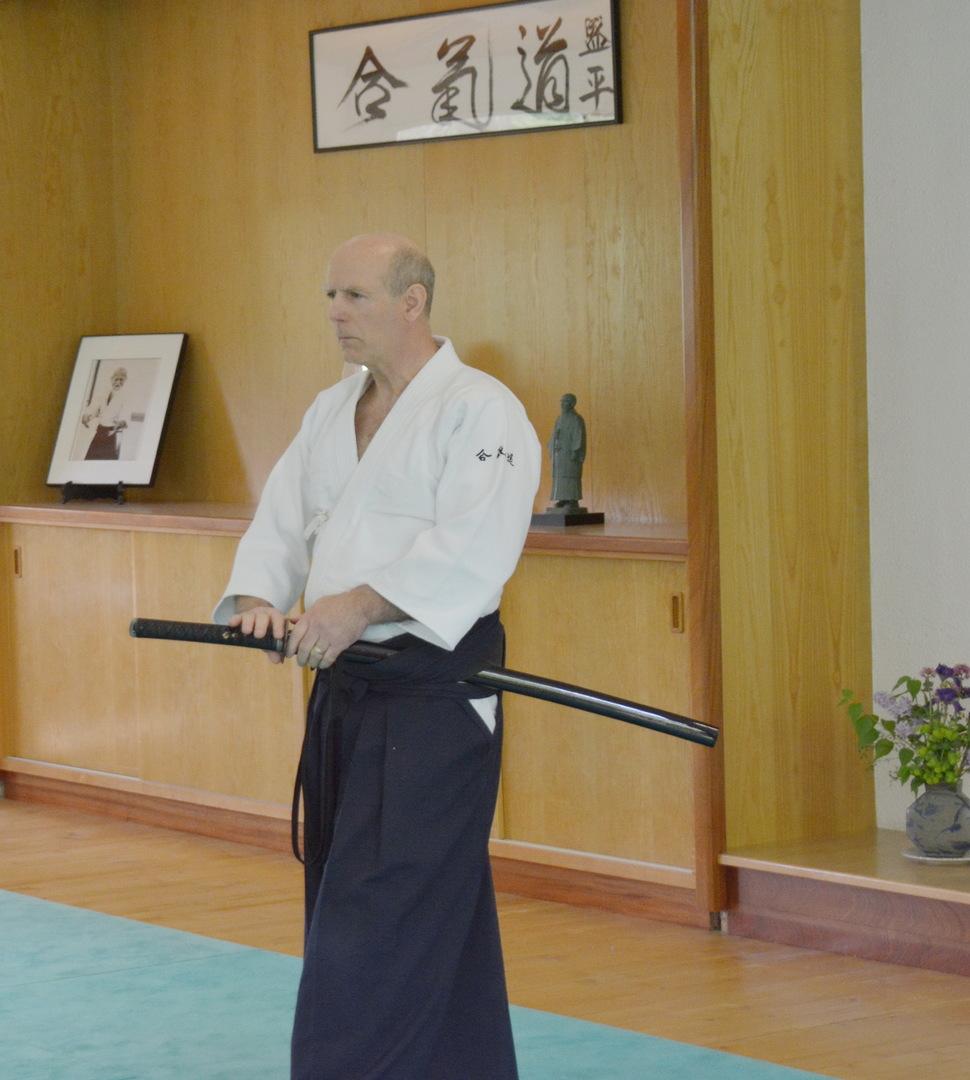 La pratique du Iaïdo (escrime japonaise) permet d'éclairer et de renforcer la pratique de l'Aïkido pour beaucoup d'Aïkidokas.